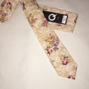 Brand Q Italy Floral Tie and Pocket square Set